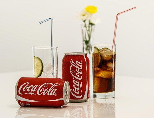 Dlaczego puszki Coca-Coli są czerwone
