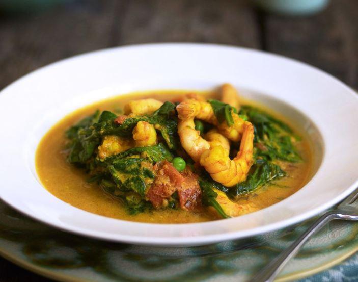 Curry z krewetkami ze szpinakiem